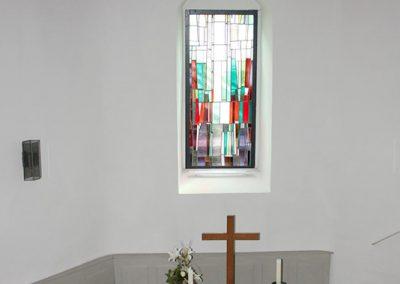 kirchensanierung-innensanierung-altar-buntglasfenter-6